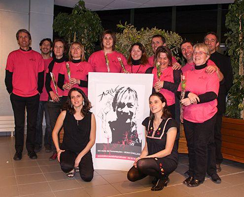Photo du bureau et des chanteuses Alice & Cécile Yvernogeau
