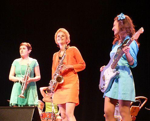 Mademoiselle Orchestra chante pour la journée de la femme